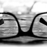 近眼でも老眼になってきた…どうするこれからのメガネ生活?